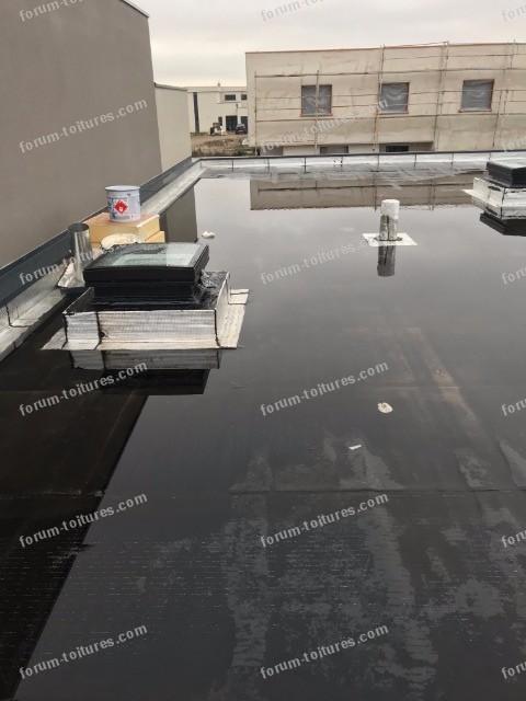 eau stagnante sur toit terrasse