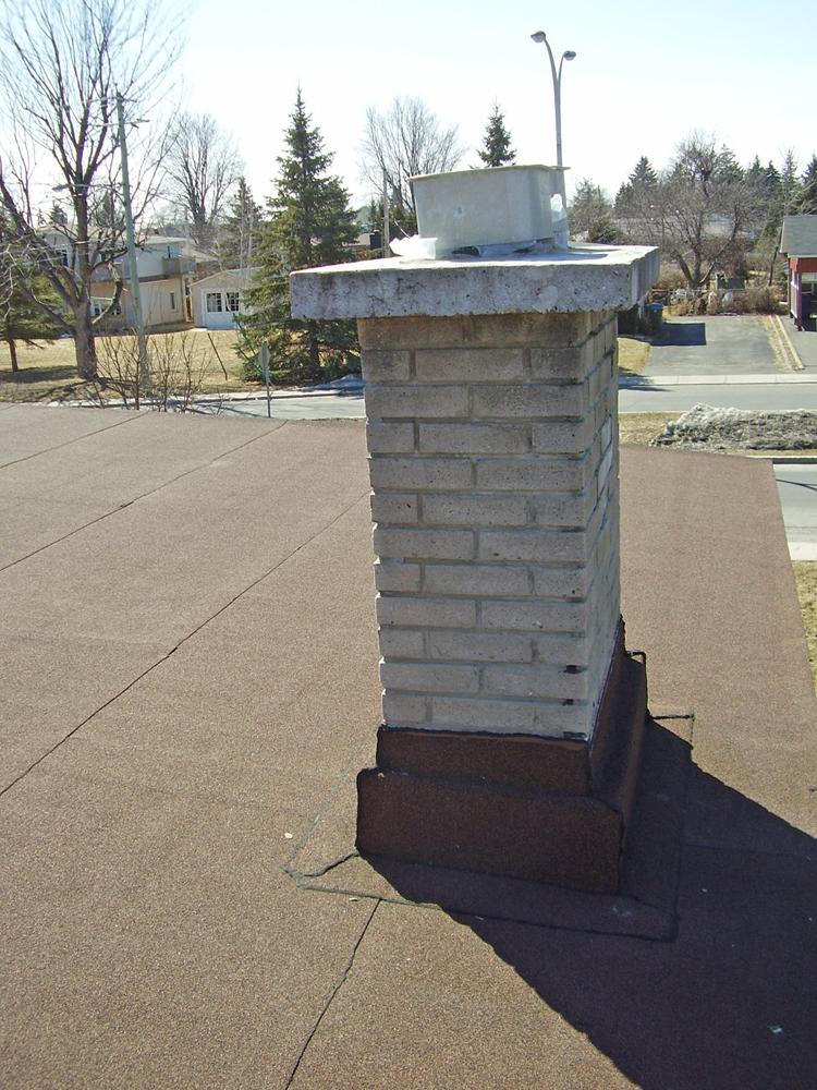 Conseils toitures pour remplacer des tuiles for Chapeau pour cheminee exterieur